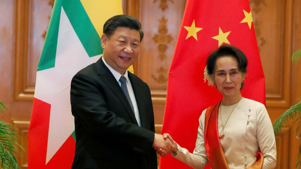 Myanmar State Counselor Aung San Suu Kyi shakes hands with Chinese President Xi Jinping at the Presidential Palace in Naypyitaw, Myanmar, January 18, 2020. Nyein Chan Naing/Pool via REUTERS (Myanmar)