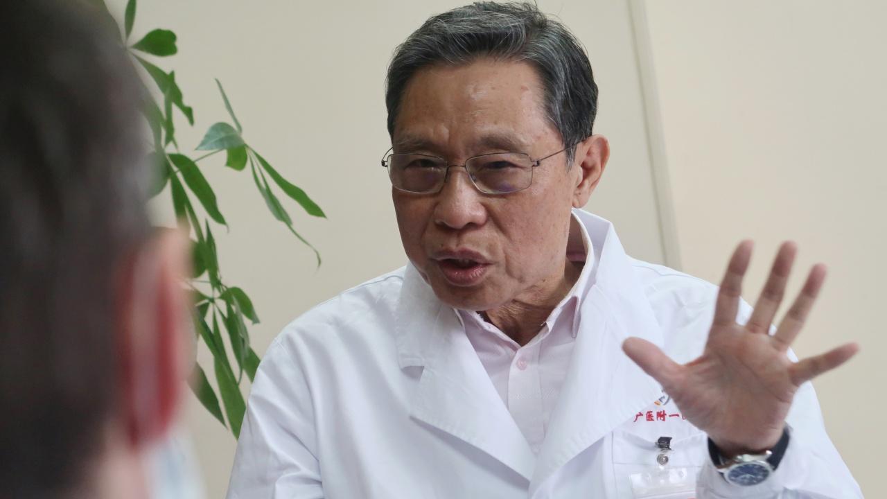 新型コロナウイルスに関して、ロイター社の取材を応じる鐘南山(提供:ロイター/アフロ)