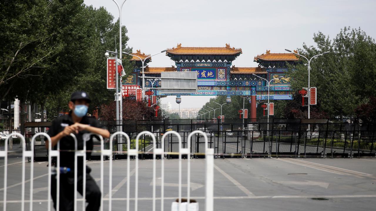 新型コロナ感染症 北京の食品市場を封鎖(提供:ロイター/アフロ)
