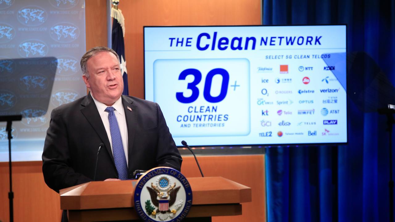 ポンぺオ米国務長官が会見 「クリーンネットワーク」計画拡充を発表(写真:代表撮影/ロイター/アフロ)