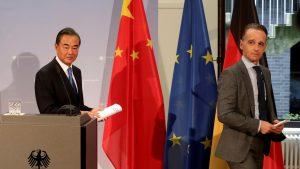 中国外相が欧州歴訪(写真:代表撮影/ロイター/アフロ)