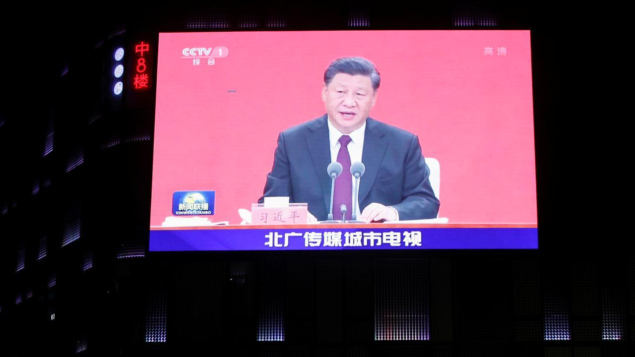 中国・深セン経済特区、設置から40年 巨大スクリーンに映し出された習近平国家主席(写真:ロイター/アフロ)