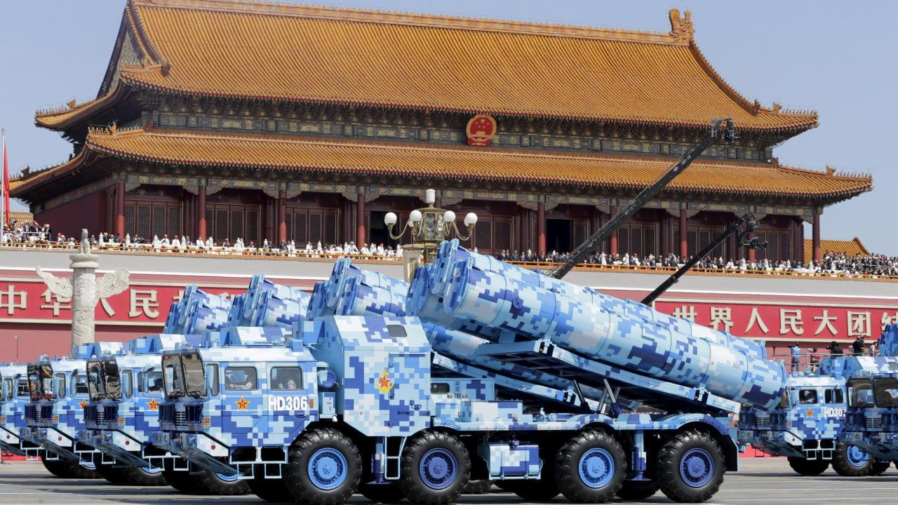 抗日戦争勝利70周年 北京で軍事パレード(写真:代表撮影/ロイター/アフロ)