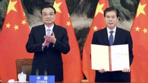 RCEP首脳会合 15カ国が協定に署名(写真:新華社/アフロ)