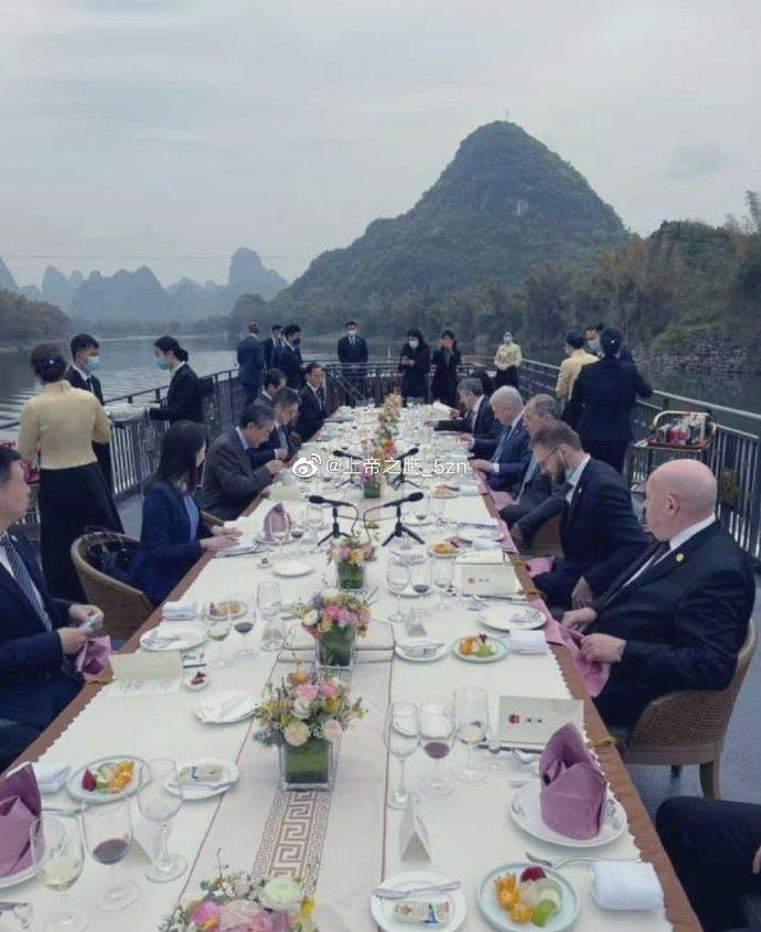 2021-03-23 ラブロフと王毅_桂林の川面で