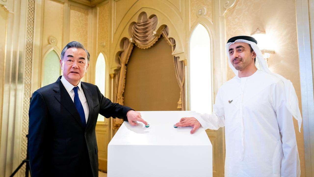 中国外相がUAE訪問(提供:WAM/ロイター/アフロ)