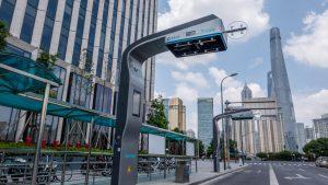 上海に設置された電気自動車の急速充電スタンド(写真:アフロ)