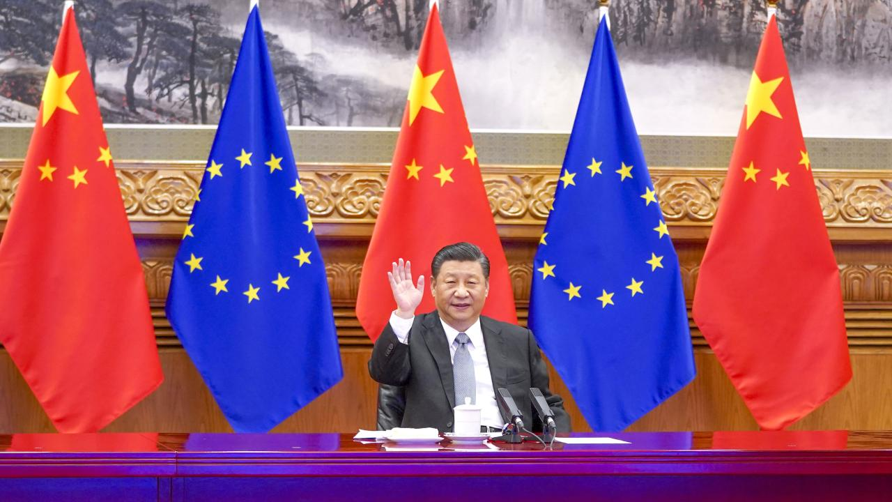 Chinese President Xi Jinping meets with German Chancellor Angela Merkel, French President Emmanuel Macron, President of the European Council Charles Michel and President of the European Commission Ursula von der Leyen via video link in Beijing, capital of China, Dec. 30, 2020. During the meeting, Xi and the European leaders announced that the two sides have completed investment agreement negotiations as scheduled. (Xinhua/Li Xueren)