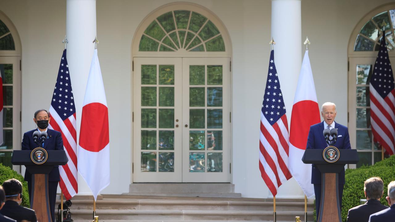 4月16日、菅首相とバイデン大統領が共同会見で台湾を言及(写真:ロイター/アフロ)