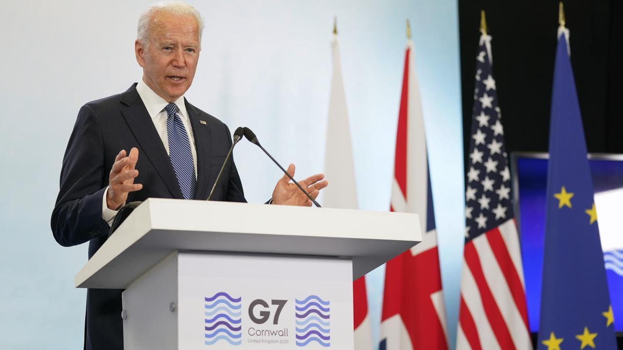イギリスで開催されたG7首脳会談に出席するため初外遊したバイデン大統領(写真:AP/アフロ)